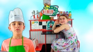 Alika and Max pretend play healthy food cafe by GLOBIKI