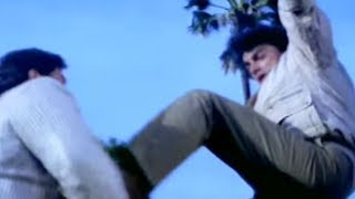 Aamir Khan, Juhi Chawla, Daulat Ki Jung - Action Scene 23/24