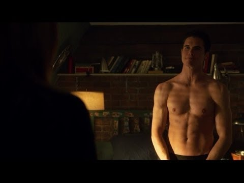 The Tomorrow People: Stephen and Hillary 1x18 bed scene
