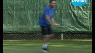 Comment faire le revers à 2 mains au tennis - sport