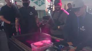 Тимати жарит бургер в Бишкеке