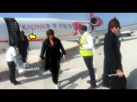 Shahrukh Khan's GRAND Entry At Oman Airport For Kalyan Jewellers New Store Launch In UAE
