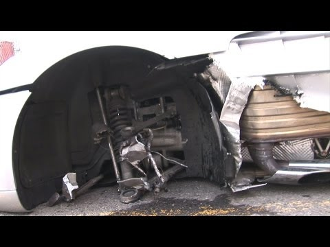 SLR Mclaren Crashes Then Drives On 3 Wheels