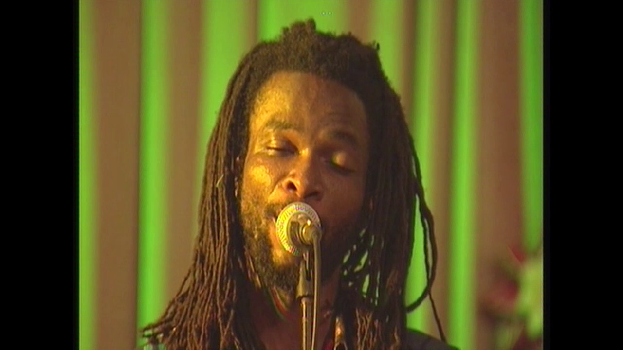 Download Beautiful Nubia - Ikoko Akufo (Live, 2008)