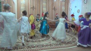 Новогодний утренник в детском саду 2015. Танец - выход.