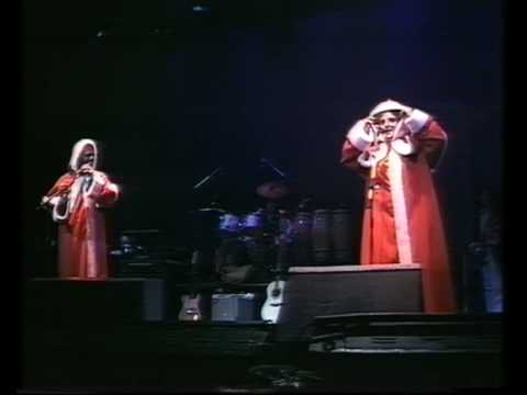 The Kinks - Christmas Concert, 1977 part 1 - YouTube