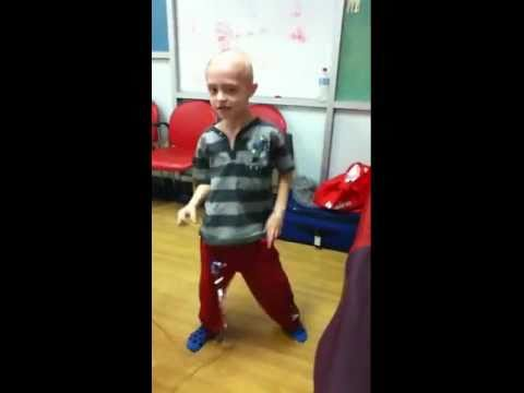 The boy with Leukeamia dancing to Michael Jackson- Help us find a cure!Kaynak: YouTube · Süre: 9 dakika15 saniye