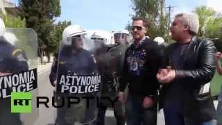 Greece: Teachers and police come to blows in Athens