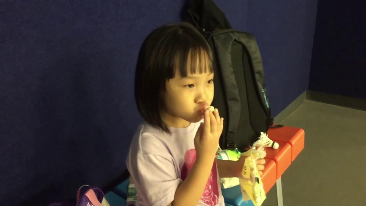 李庭萱9歲-陳莘亞5歲3個月一起去打羽毛球-2017年7月15日-全部影片 - YouTube