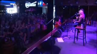 Sheryl Crow holds free concert at Toby Keith