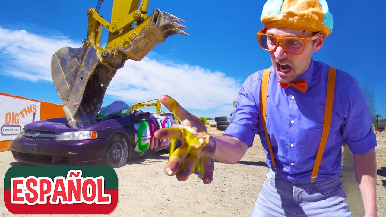 Tritura un Automóvil con la Excavadora de Blippi Español | Aprende a Deletrear para Niños