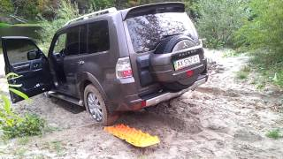 Sand tracks first test on Pajero IV