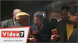 لطفى لبيب يداعب محمود سعد أثناء العرض الخاص لفيلم