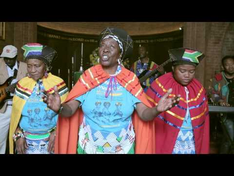The Mahotella Queens ft. Sipho Makhabane - Bambethela Enqamlezweni (Official Music Video)