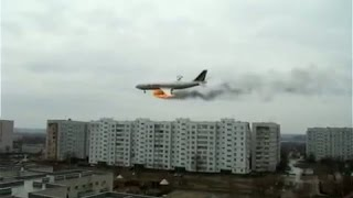 Падение самолета на жилые кварталы! Жесткая катастрофа в Индонезии. Мировые новости сегодня