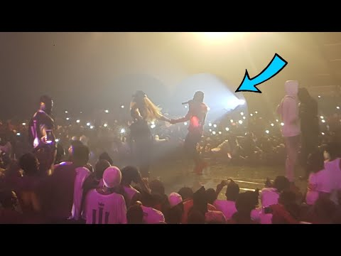 SHATTA WALE PROPOSE TO SHATTA MICHY ON STAGE AT REIGN CONCERT