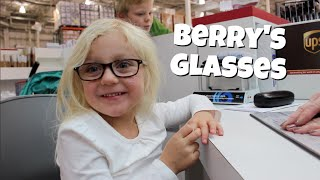 BERRY SEES FOR THE FIRST TIME! (The Story of Berry's Glasses)