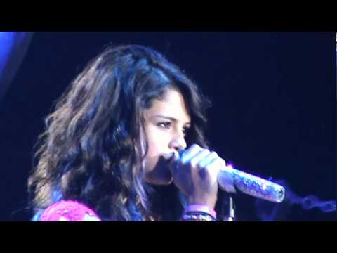 Selena Gomez - Off The Chain - Córdoba, ARG - 07/02/2012