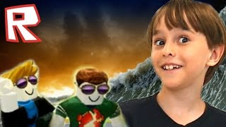 TRYING TO SURVIVE NATURAL DISASTERS | ROBLOX | FAMILY PLAYING