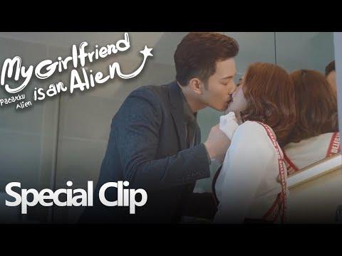 my-girlfriend-is-an-alien-|-special-clip-ciuman-mesra-|-外星女生柴小七-|-wetv-【indo-sub】