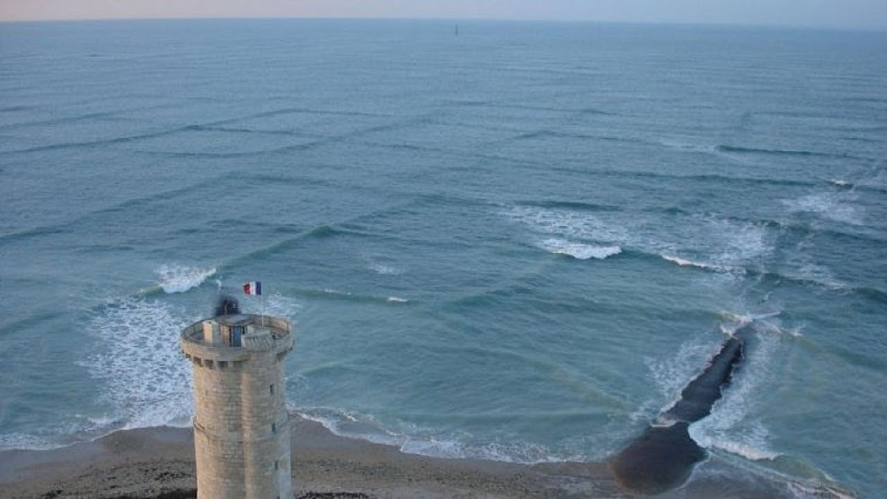 if-you-see-square-waves-in-the-ocean-get-out-of-the-water-immediately