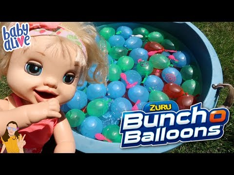 ZURU Buncho Balloons Water Balloon Fight with Baby Alives! | Kelli Maple
