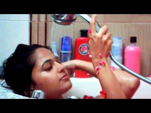 Bahubali-2 fame Anushka shetty's bathroom MMS leak