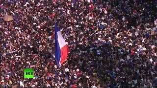 Парад в Париже по случаю возвращения игроков сборной Франции по футболу LIVE