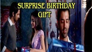 Khushi's SURPRISE GIFT for Arnav in Iss Pyar Ko Kya Naam Doon 17th October 2012