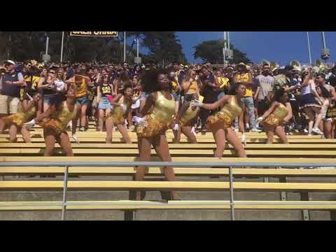 NEW MAJORETTE TEAM AT UC BERKELEY! The Bearettes at their first Cal football game