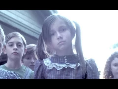 胆小者看的恐怖电影解说:几分钟看完美国恐怖电影《玉米地的孩子》