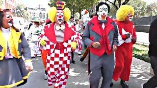 Яркое шествие клоунов из разных стран украсило улицы Мехико (новости)