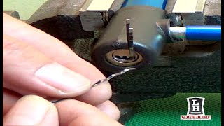 Como abrir un candado para bicicletas con horquillas para el cabello