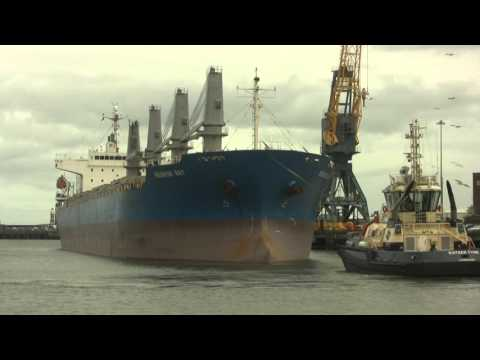 Cargo Vessel Reunion Bay leaves Sunderland 6th April 2016