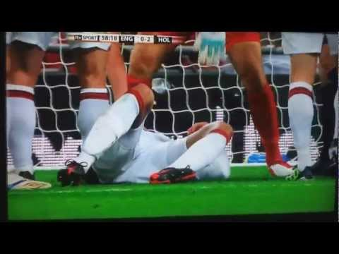 Chris Smalling and Klaas-Jan Huntelaar England vs Holland (MUST WATCH)