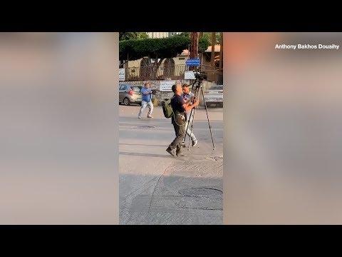 مسلح يطلق الرصاص على المتظاهرين ا?ثناء الاحتجاجات في #بيروت  - 13:00-2019 / 11 / 14