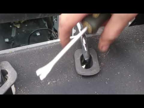Снятие задних подголовников Mercedes W211