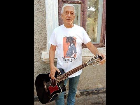 """Юрий Контишев: """"Скрип шагов вдоль улиц белых"""", авторская песня"""