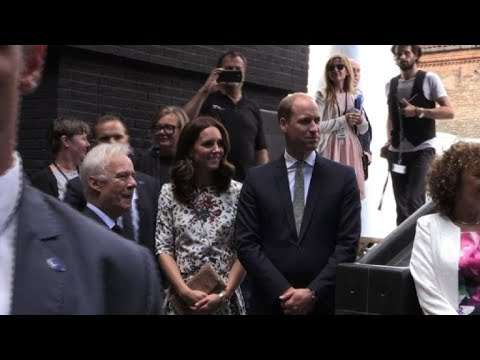 Poland: William and Kate visit Shakespeare's theatre