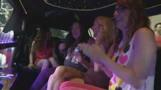 Nikki & Sara Surprise Their Fans and Meet One Direction
