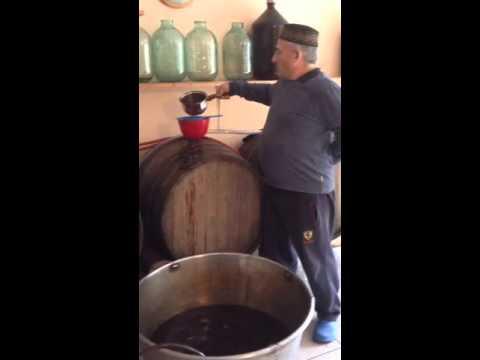 Мукузани грузинское красное сухое вино из сорта саперави