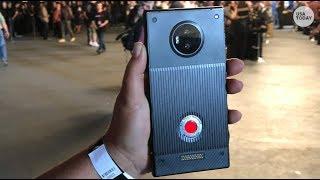 Holographic smartphone: Sneak peek of Red