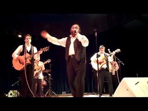 Yehuda Green @ Kutshers singing Gut Fun Avrohom & Hinei Kel
