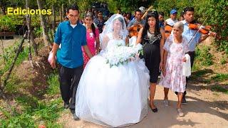 La novia ya casi llegando a la iglesia #3 a casarse - Ediciones Mendoza