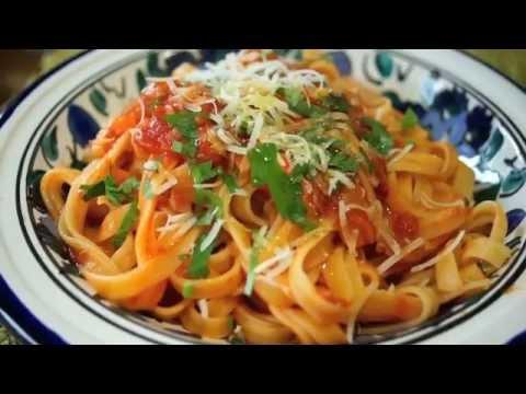 Como preparar Pasta Italiana fettuccini con salsa de tomate - YouTube