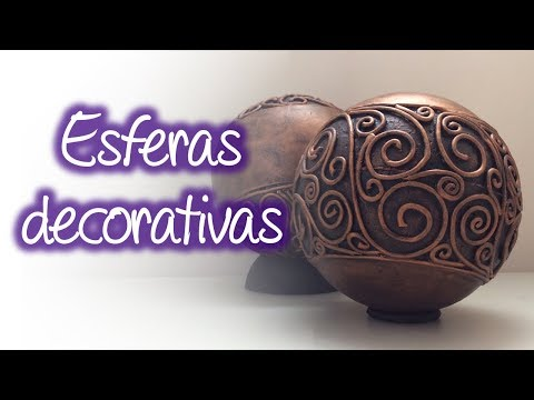 Esferas decorativas en relieve antiguas, Antique embossed decorative spheres