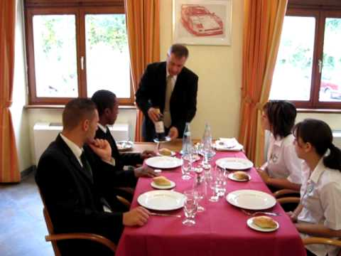Mise en place au service du potage avi youtube - Debarrasser la table en anglais ...