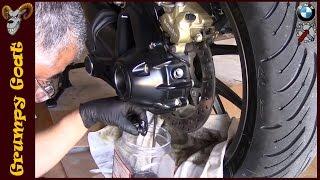 BMW R1200RS   Final Drive Oil Change