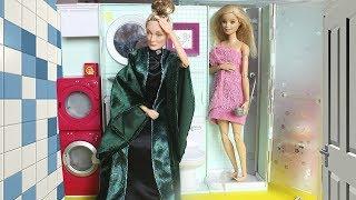 ПОСЕЛИЛИСЬ У СОСЕДКИ, А ОНА НЕ ЗНАЕТ /МАМА БАРБИ Играем в куклы / Кукла Минерва из Гарри Поттер