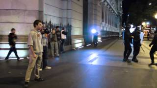 Manifestación 26S | Exige al policía que le ha golpeado que se identifique y le vuelven a pegar